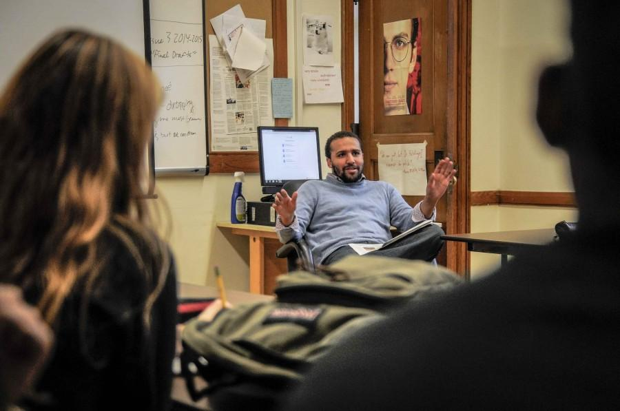 Washington Post reporter and Shakerite alumnus Wesley Lowery answers questions during a Dec. 12 visit to the newsroom. Lowery is in Cleveland to report on police-community relations in the aftermath of the fatal police shooting of 12-year-old Tamir Rice.