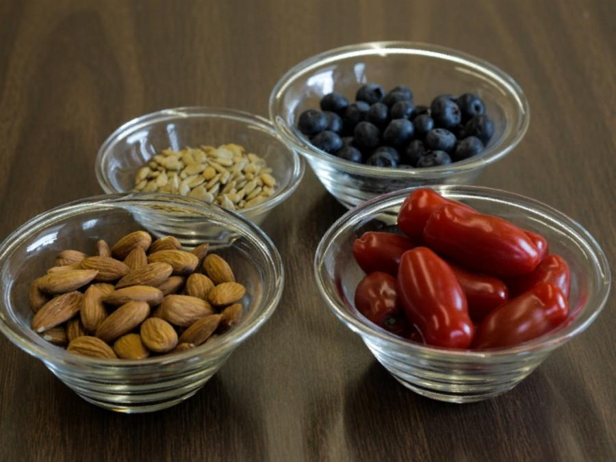 Tomatoes and blueberries give polyphenols and antioxidants, memory-improving elements. Also, nuts and seeds help brain power, especially before a test.