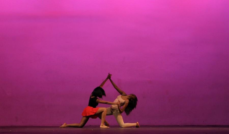 Seniors+Niyah+Heaggans+and+Morgan+Owens+dance+during+Sankofa+performance+Feb.+26.+