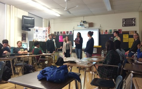 Student attendees play a game at the Public Speaking Club informational meeting March 14.