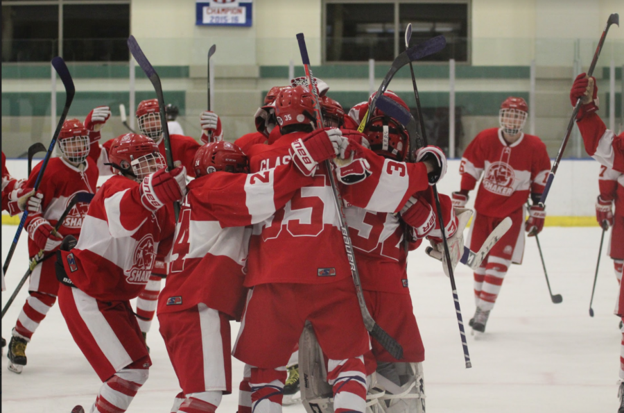 The+varsity+hockey+team+celebrates+after+a+1-0+win+against+University+School+on+Saturday+afternoon+at+Cleveland+Heights.
